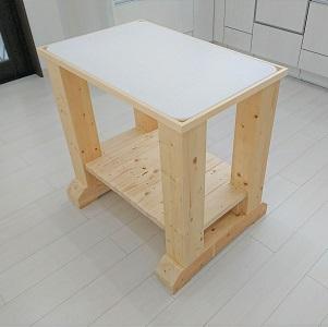 お料理好きのお施主様からの希望でパンこね台を作りました。パン作りや麺作りに大活躍!!