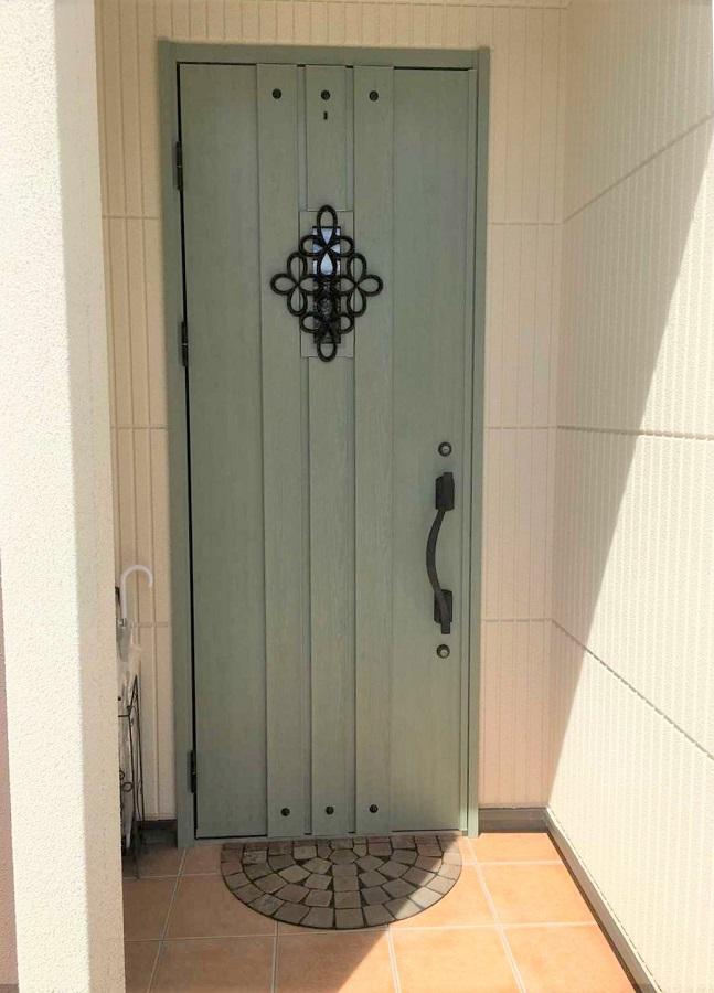 アンティーク調の扉。とても可愛らしいです。