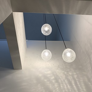 吹抜けのペンダントライトが印象的な空間を作っています。