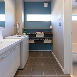 床暖房で暖かく、掃除もラクラクなタイルの床です