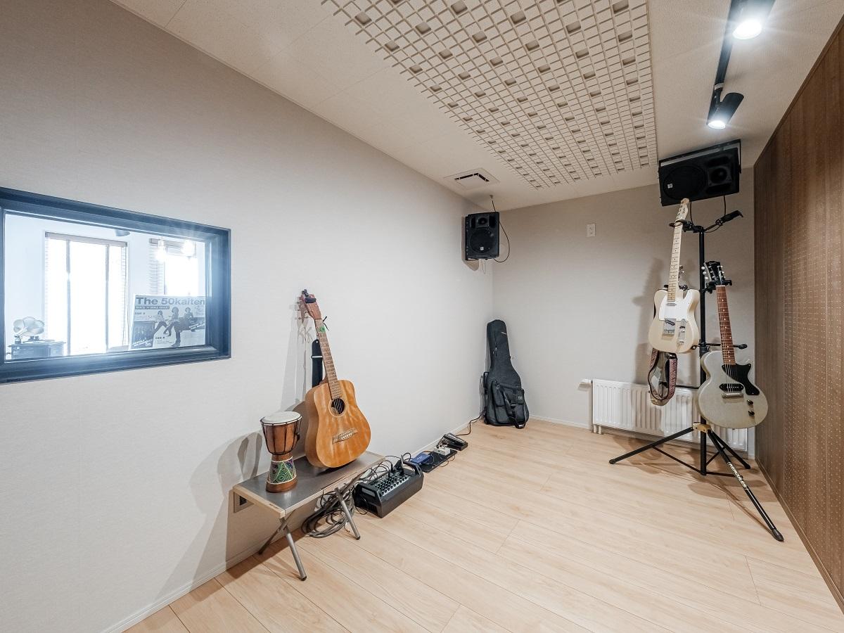 大好きな音楽と向き合える様、防音性能を完備。他の部屋にはない特別な空気感・時間が流れる。まさにクリエイティブになれる空間。