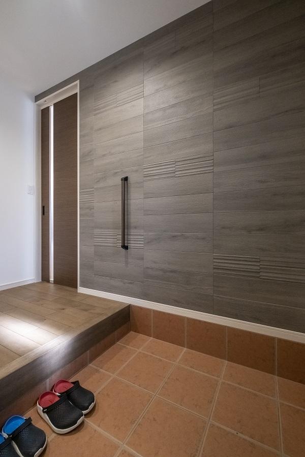 広々玄関は収納もたっぷり。すっきりとした空間になっています。