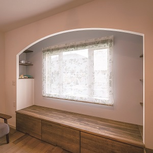 壁・天井に囲まれた横になることもできる半個室のような心地よい空間