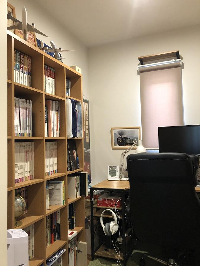読書が趣味のご主人こだわりの書斎。お引渡し前のお家から持ってきた本棚は寸法もぴったり!大好きな本に囲まれ素敵なお家時間を楽しむことができます。