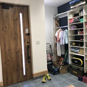 大容量のシューズクローク。大家族なので靴や雨具、アウトドア用品もたくさん収納できて大助かりです!