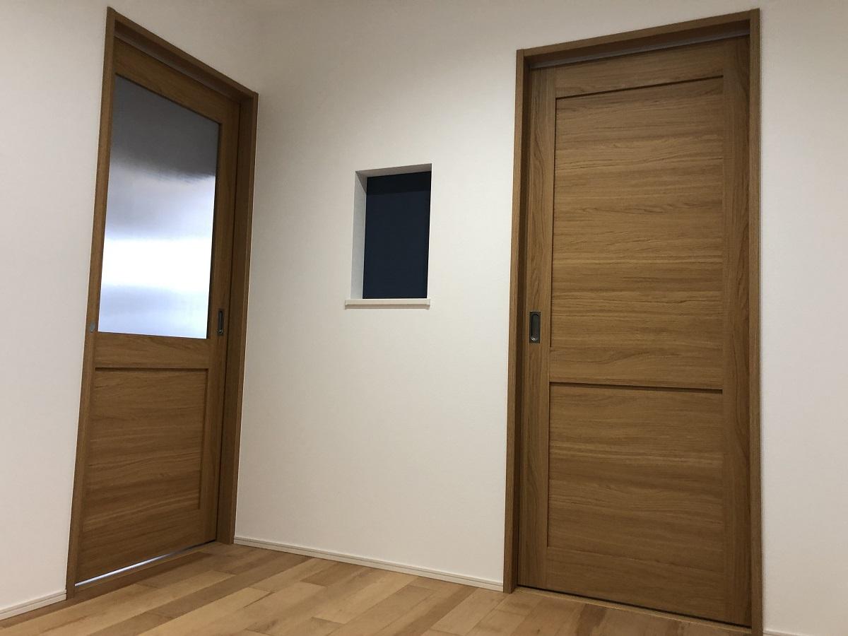 和室とLDKを分けて作っているので、来客があったときでも独立した客間として使用できます。壁に設けたニッチは、中をクロスで仕上げ、ちょっとしたスペースに鍵などを置けるので便利!
