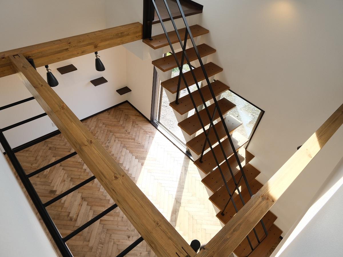 リビング階段+吹き抜けで解放感たっぷりの空間