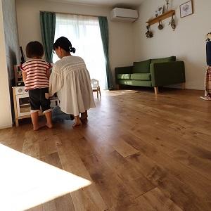 365日裸足で過ごすマイホーム。1階全面床暖房と、無垢の床で快適に…