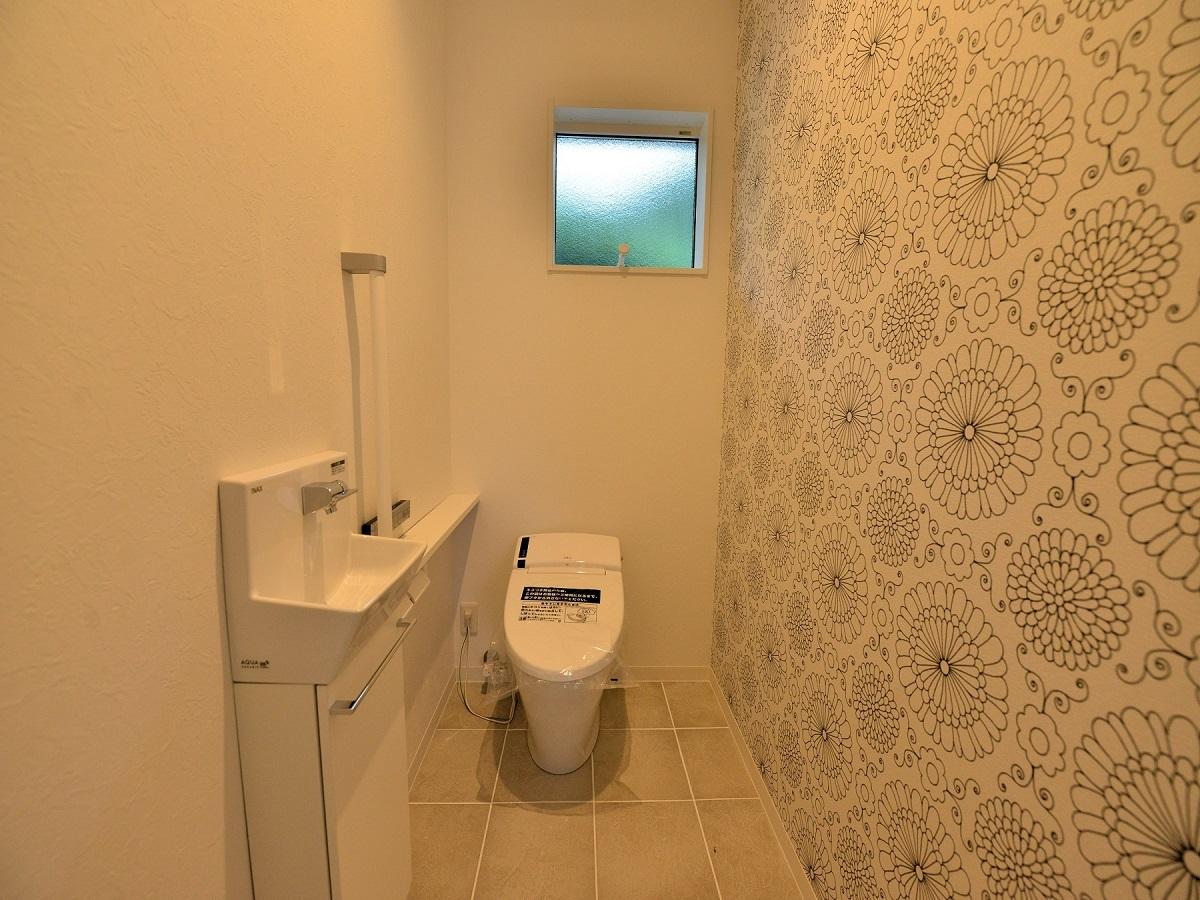 1階全面床暖房なのでタイル張りでも寒くありません。そして、WIC・洗面室と同じクロス♪