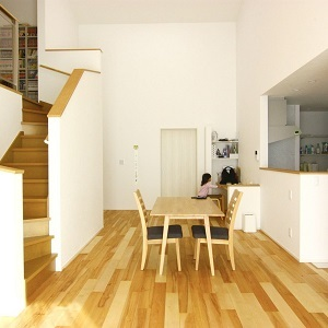 メープルの無垢床が映える、ナチュラルで快適な空間です。
