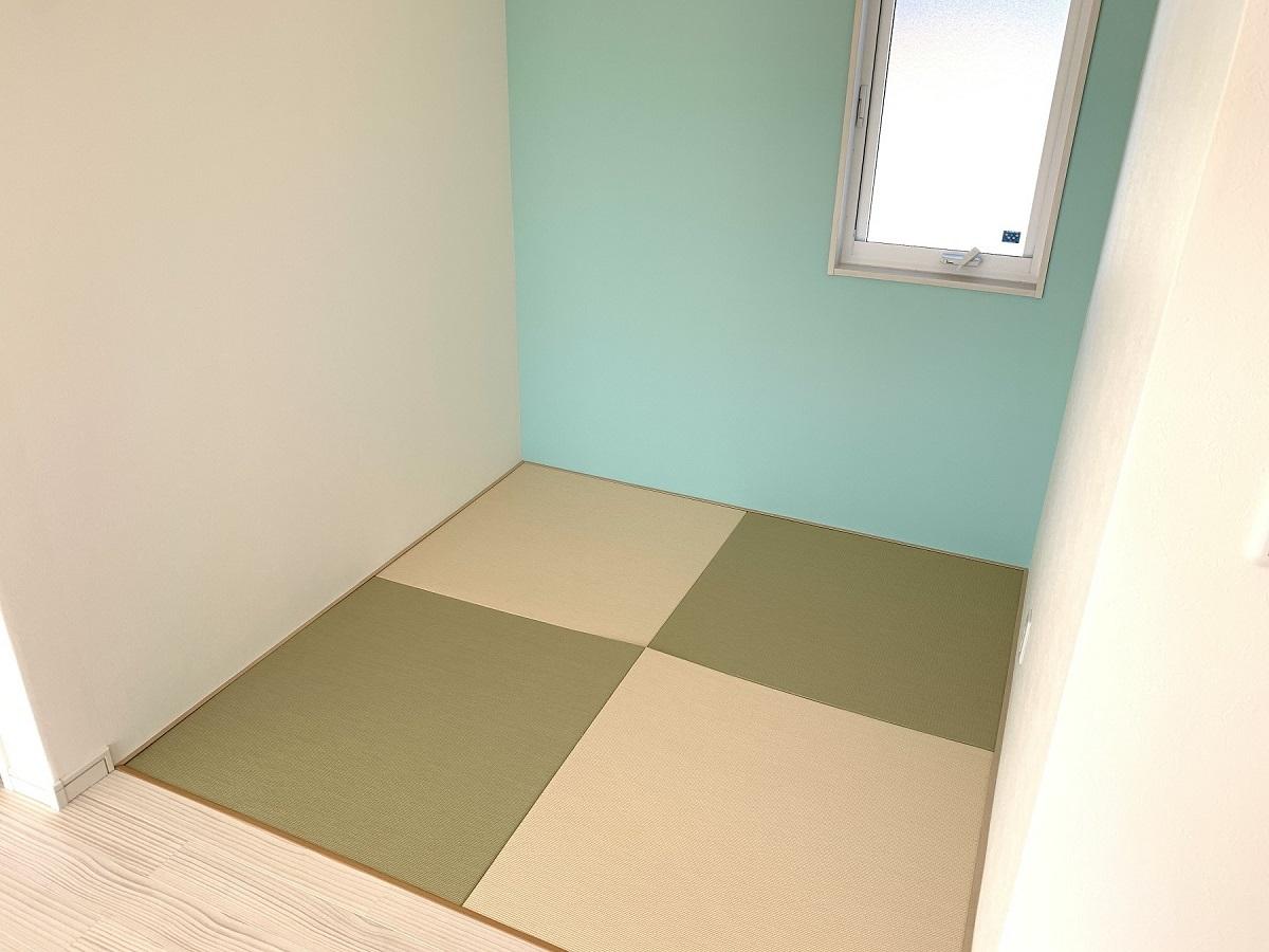 2帖ちょっとの空間、腰を下ろしたいときに ちょうどいいスペース。